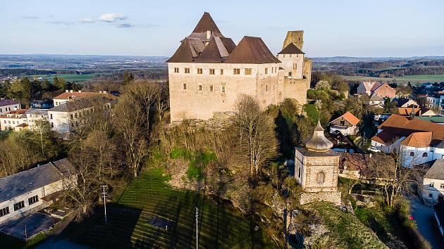 Letecké snímky hradu Lipnice v Lipnici nad Sázavou a jeho blízkého okolí.