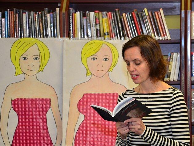 Hudební oddělení v pelhřimovské městské knihovně v pondělí pořádalo besedu se spisovatelkou a scenáristkou Petrou Dvořákovou.