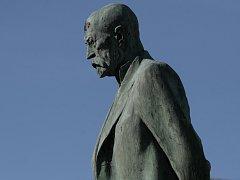 Humpolecký T. G. Masaryk musel za osm desetiletí vydržet řadu zásahů.