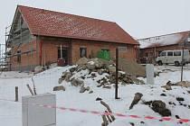 I v těchto dnech pokračuje na kraji Počátek u místní části Vesce výstavba dvou domů pro 12 mentálně postižených klientů.