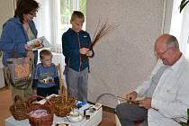Loňská akce Den a noc v muzeu v Humpolci se nesla ve znamení řemesel a otevření nové expozice Jak se žilo, jak se šilo. Své umění předvedl i košíkář Petr Hájek.