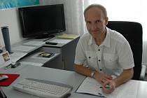 Dosavadní ředitel pelhřimovské nemocnice Jaroslav Houser povede nemocnici až do doby, než se ukončí výběrové řízení na nového ředitele.