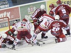 Čtyři zápasy během čtyř dnů sehrají tento týden hokejisté Spartaku. Sérii začínají dnes na ledě Žďáru nad Sázavou.