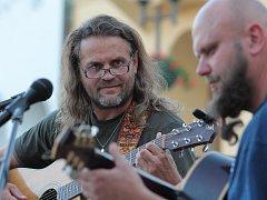Pelhřimovské duo Raf & Taksík, tedy Luboš Rafaj (na snímku vlevo) a Petr Taks, pořídí na pátečním koncertě v Rynárci živou nahrávku.