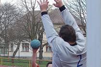 Humpolečtí národní házenkáři čtvrté jarní utkání nezvládli. Prohra v Kokorech je odsunula na druhé místo v tabulce.