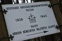 V současné době je hřbitov německých padlých vojáků celý pokryt bílou peřinou. Dominantou je vysoký dřevěný kříž, který se tyčí uprostřed celého hřbitova.
