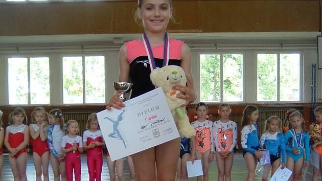 Zlaté medaile doslova jako na běžícím páse sbírá v posledních týdnech talentovaná pelhřimovská sportovní gymnastka Lucie Jiříková.