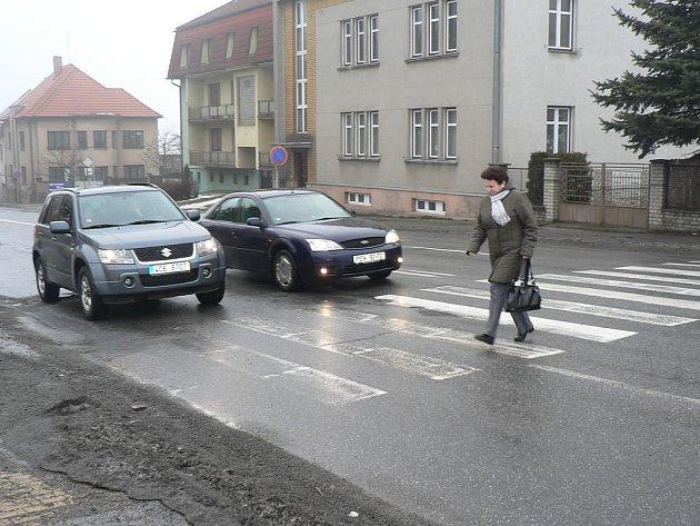 Nádražní ulice v Pelhřimově, jedna z nejvytíženějších silnic ve městě, se v letošním roce dočká částečné rekonstrukce.