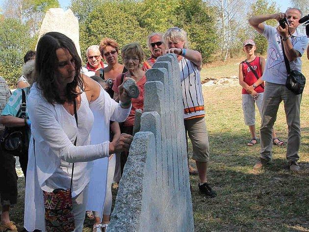 Lhota-Vlasenice patří sochám a tvoření.