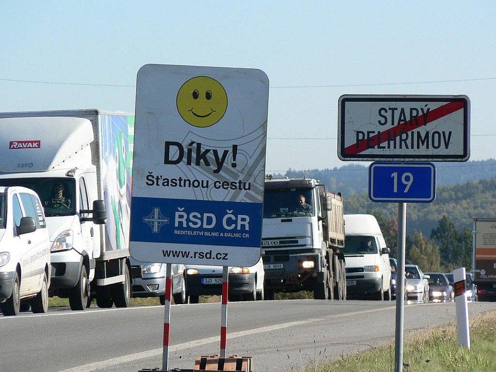 Oprava silnice ve Starém Pelhřimově. Ilustrační foto.