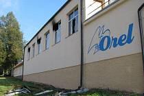 V tělocvičně v Červené Řečici řádil červený kohout. V tamní Orlovně z dosud nezjištěných příčin vzplál požár na balkonu, který přivolaní hasiči zlikvidovali.