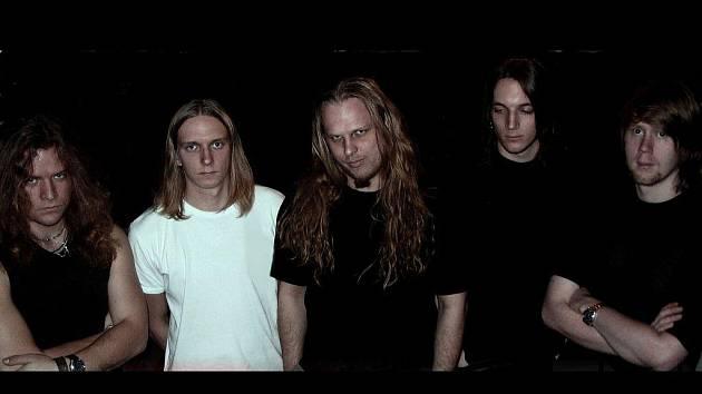 Název debutového alba pelhřimovské kapely Revolt je jasný, Instinct. V rámci svého loňského turné vystoupili muzikanti také na pelhřimovském RockSessionu.