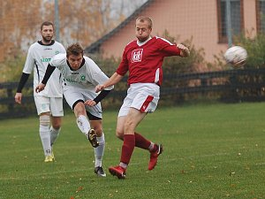 překvapení. V posledním podzimním kole fotbalisté Jiřic zdolali Červenou Řečici. Hosté v důsledku tohoto výsledku přišli o první příčku v tabulce Poutník ligy.