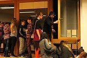 Zájemci si na pelhřimovském gymnázium vyzkoušeli spoustu zajímavých pokusů. Foto: Deník/Monika Pelíšková