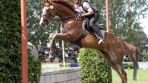 Radka Dvořáková s koněm Osterem na mistrovství České republiky a finále Zlaté podkovy v Humpolci.