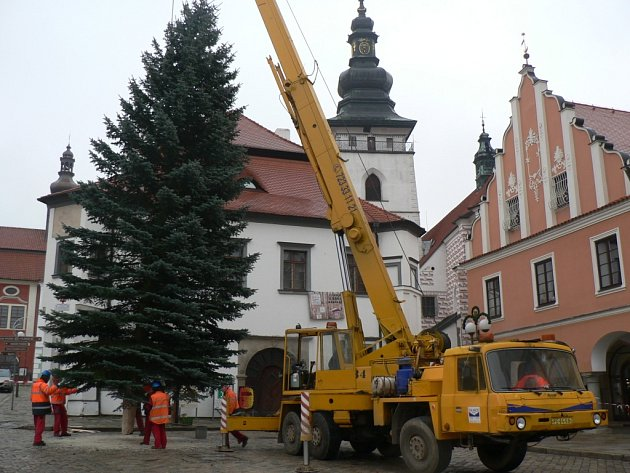 Cesta vánočního stromu na pelhřimovské náměstí