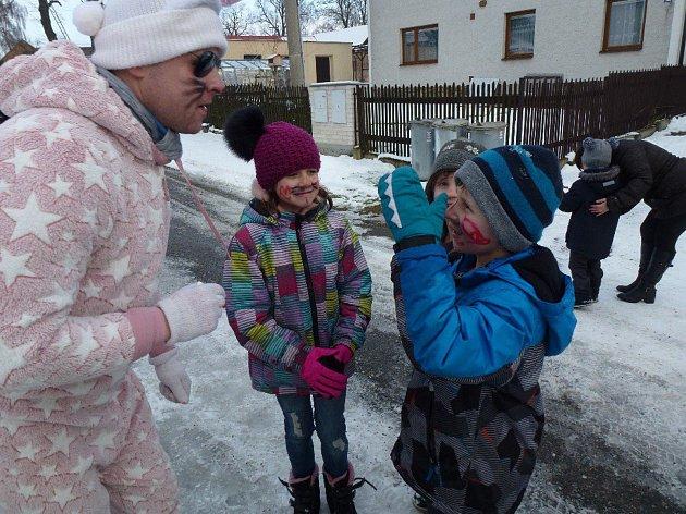 Vysočina Petrovice uspořádala v neděli 11. února 2018 tradiční maškarní průvod ve Lhotce a v Petrovicích.