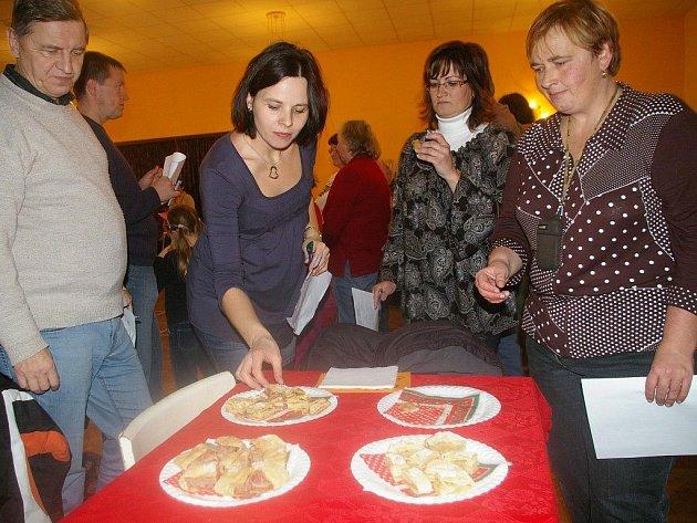 Ve Štítném se konal šestý ročník o nejlepší jablečný závin. Soutěž byla tradiční součástí bohatého programu mikulášského odpoledne v hospodě U Tomáše.