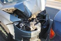 Náraz do stojícího vozidla. Tak dopadla  jednadvacetiletá řidička vozidla Seat Toledo, která jela v sobotu okolo čtrnácté hodiny po silnici I/34 ve směru od Humpolce.