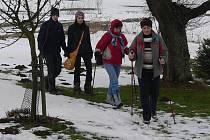 . Pavlovské ženy nerady chodí na procházky samy. Proto si založily Hůlkový klub a vyráží společně.