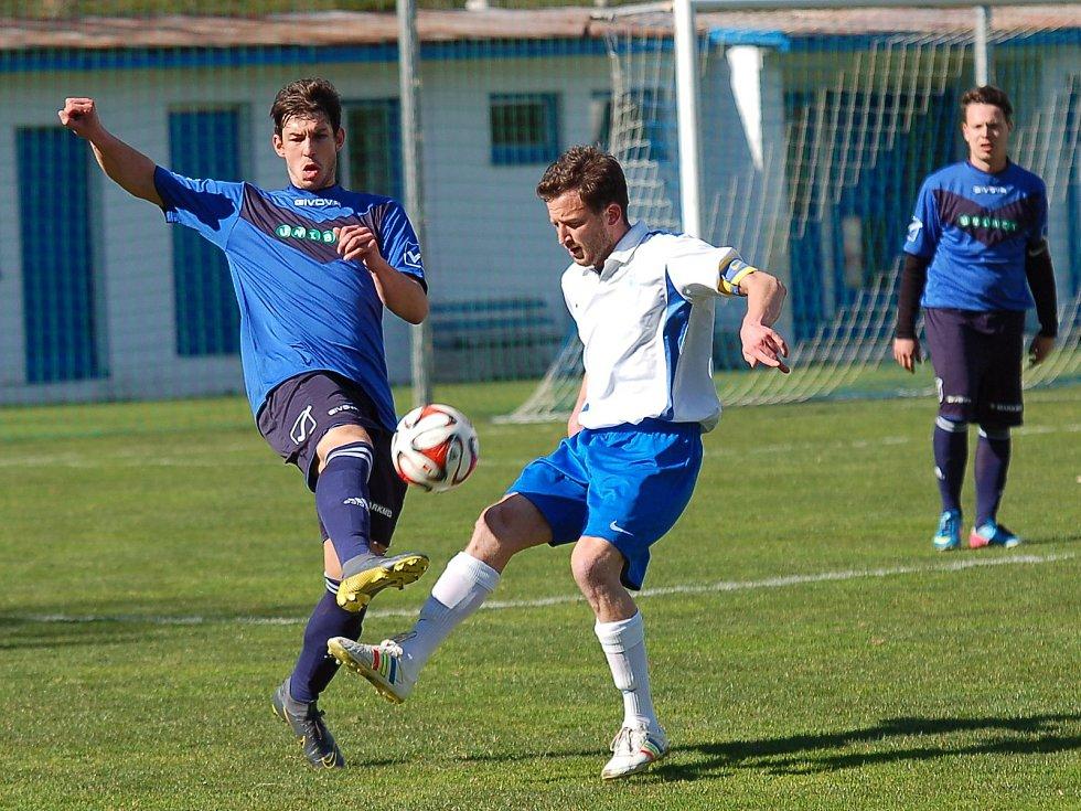 Fotbalisté Žirovnice po dvou prohrách bodovali naplno. Skvělý part sehrál i Jakub Vodáček (vpravo).