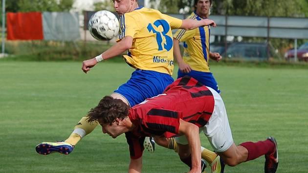 Měření sil fotbalistů Speřic a Pacova nabídlo kvalitní fotbalovou podívanou. Z bodů se po vyzrálejším výkonu radovali domácí.