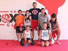 V poslední době láká box více dětí z Pelhřimovska než doposud. Zatímco dříve chodilo jedno nebo dvě, v současné době se tým skládá ze sedmi malých boxerů.