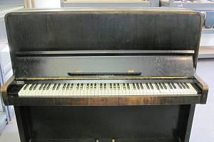 Před opětovným používáním bude potřebovat pianino nejen naladit, ale i důkladně opravit jeho poškozené části.