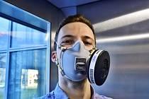 Masku, která dostala označení RP95-M, poskytující nejvyšší míru ochrany proti mikroorganismům včetně virů na úrovni FFP3.