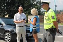Řidiči nebyli přiliš nadšení, když je policisté zastavili. Pokud ale jeli zodpovědně, čekala na ně odměna.