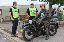 Šestašedesát historických motocyklů zaplnilo v sobotu náměstí v Pacově.