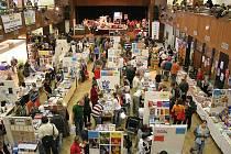 Podzimní knižní festival přiláká do brodského kulturního domu Ostrov každoročně kolem třinácti tisíc lidí