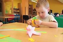 Na téma Veselé tvoření z papíru – zvířátka, připravilo ve středu dětské oddělení pelhřimovské městské knihovny program dalšího prázdninového středečního dopoledne v knihovně.