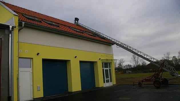 Budova pro počáteckou záchranku vyrostla takzvaně na zelené louce.