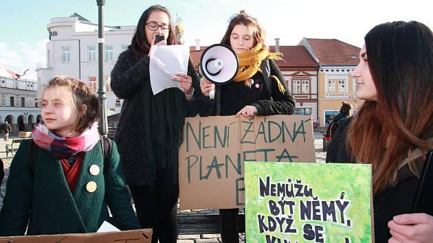 Gymnazisté se shromáždili v centru Pelhřimova.