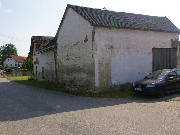 Chalupa v Polesí, kterou koupila obec.