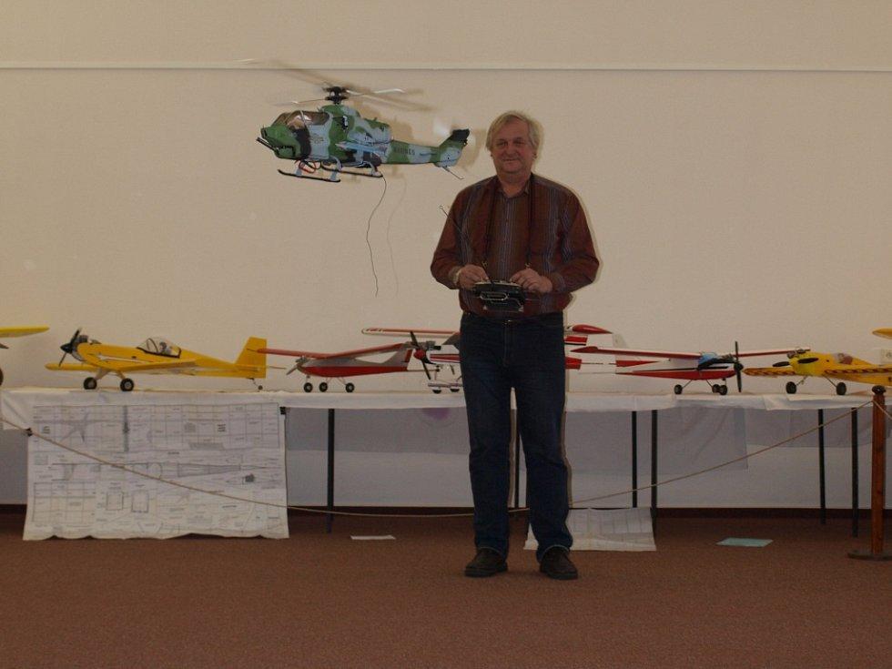 Díky Václavu Bendovi z Leteckomodelářského klubu Jiřice viděli návštěvníci model vrtulníku v akci.