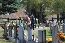 Už od ranních hodin se včera na hřbitovech na Pelhřimovsku shromažďovali všichni ti, kteří přišli uctít Památku zesnulých.