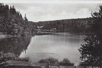 Rybník Valcha na historické fotografii.