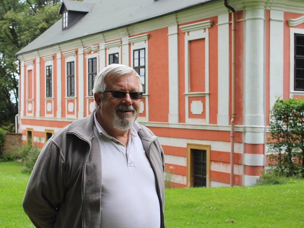 Pavel Liška a zámek Vyklantice.