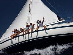 Na Machotkově jachtě se může plavit až deset lidí.