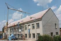 Stavební práce nyní probíhají na budově základní školy v Nové Cerekvi.