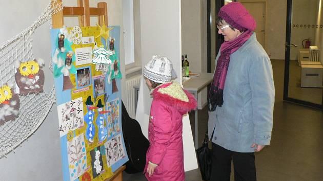 Výstava prací dětí z mateřské školy Jatecká v pacovském muzeu.
