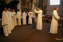 Schola Gregoriana Pragensis při vystoupení v Želivě