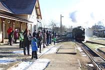 Do Kamenice opět přijel Mikulášský parní vlak.