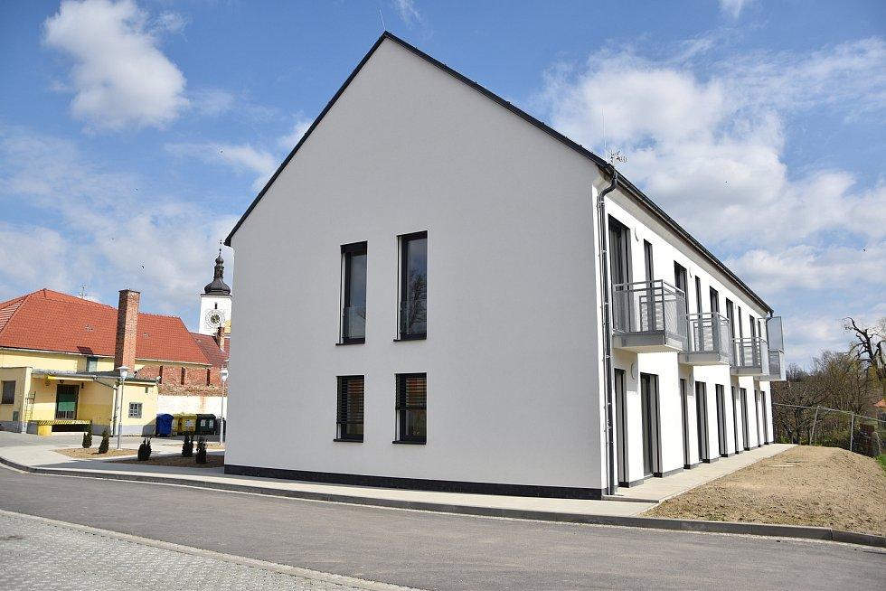 Bytový dům v městysi Stařeč.
