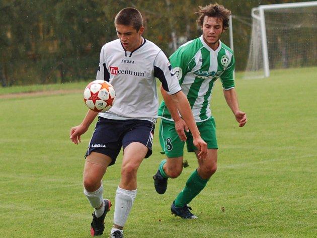Fotbalisté Kamenice nad Lipou si s nervovými soustavami svých fanoušků pořádně pohráli. Nad Bedřichovem sice vedli už 2:0, ale výhru ukořistili až v samém závěru.