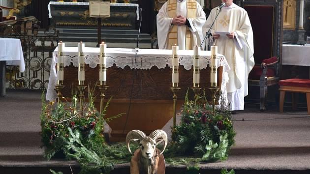 Na nedělní Svatohubertské mši v Želivě si připomněli patrona myslivců svatého Huberta již posedmé.