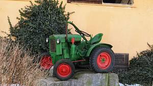 Traktor Deutz ve Vokově na Pelhřimovsku.