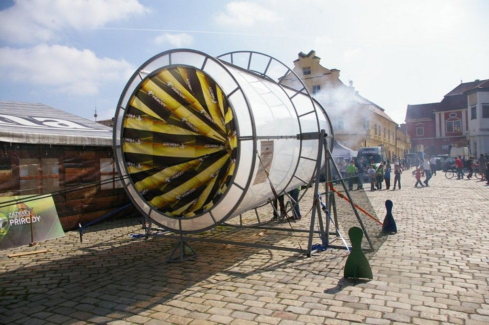 Obří vzduchové dělo studentů gymnázia ve Slaném.